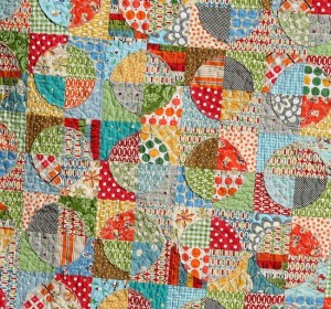Raw Edge Circle Quilt Tutorial by Cluck Cluck Sew